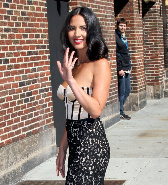 "Olivia Munn v ""The Late Show With David Letterman"""